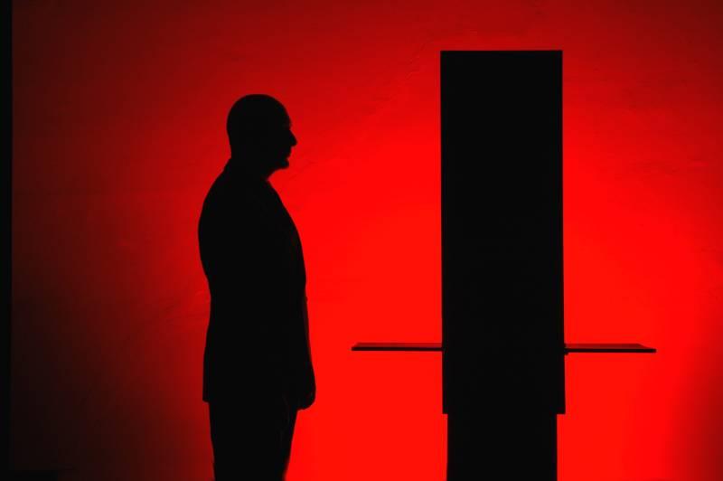 20-Edoardo-silhouette-rossa
